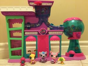 Large littlest pet shop candy shop with figures and baby's
