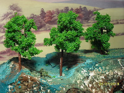 Model Trees / Bushes x 6, suitable for Cake Decoration