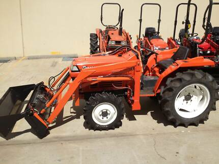 Kubota 28hp tractor L1-235DT 4wd, with 4in1 loader, linkages Minto Campbelltown Area Preview