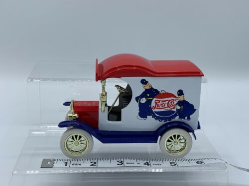 GearBox Toys 1:24 1912 Ford Model T Deliver Car Police- Pete & Pepsi Cops Bank
