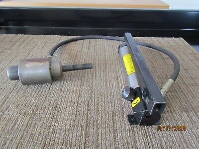 Current 1521 Hydraulic Hand Pump With Greenlee 746 Knock Out