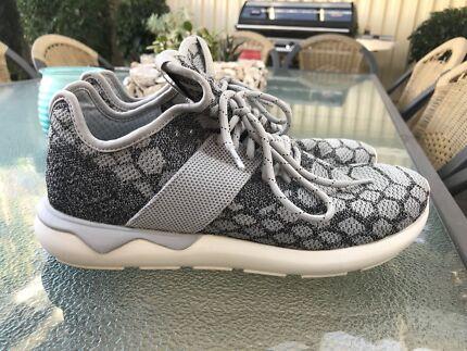 Adidas Originals Tubulars US10.5 fits US10-11-11.5 Grey White Like New