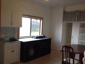 Granny flat nr Campbelltown 250/w Bradbury Campbelltown Area Preview