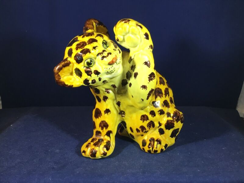 Adorable Porcelain LEOPARD CHEETAH or JAGUAR CUB FIGURINE w Raised Paw Unmarked