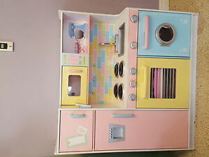 Kid craft kitchen