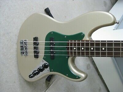 Fender USA Deluxe Jazz Bass. 1997. OHSC.