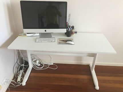 Almost new white desk adjustable height