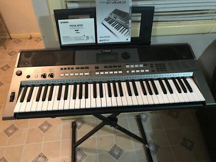 Piano: Yamaha Digital Keyboard PSR E443