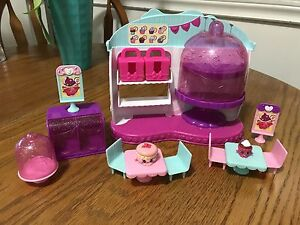 EUC Shopkins Food Fair Cupcake Queen Café for Sale!
