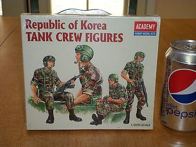 REPUBLIC of KOREA TANK CREW FIGURES, Plastic Model Kit, Scale 1:35, Vintage