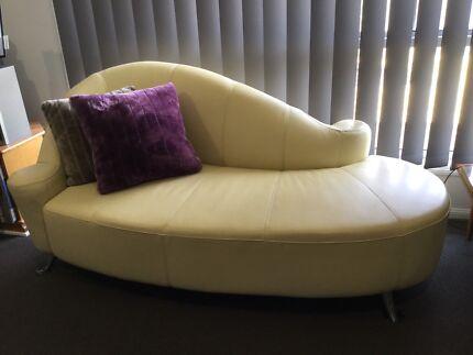 Stunning soft leather Italian  Sofa love lounge - Creme