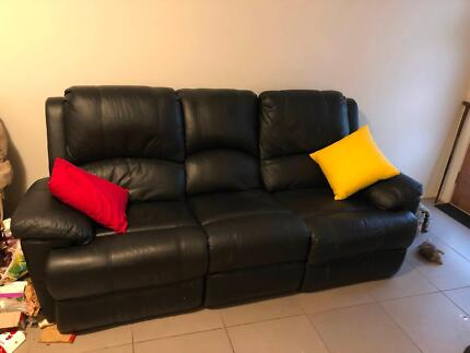 Vittoria 3 seater, 2 inbuilt recliners, all leather.