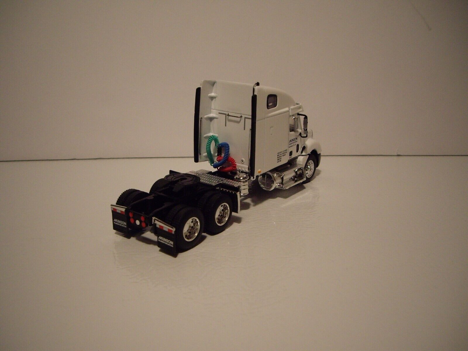 DCP 1/64 MUNSON TRANS FREIGHTLINER COLUMBIA WITH SLEEPER AND 53' DRY VAN 6
