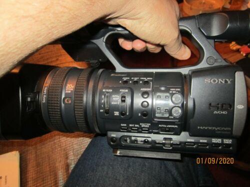 Sony HDR AX2000 w/case
