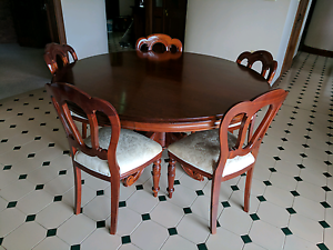 Cedar Round Dining Table