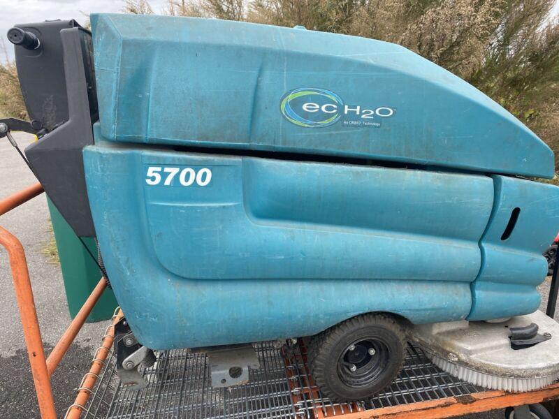 Tennant T-5700 Commercial Floor Scrubber