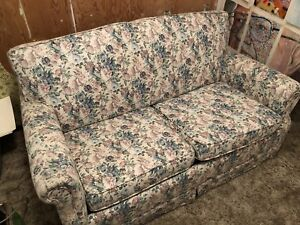 Small floral pull-out couch (twin)