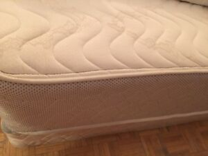 Second hand bed mattress + bed box $200 pick up by yourself DT