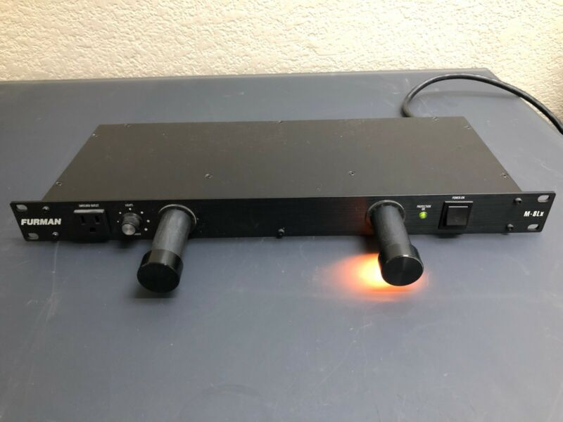 Furman M-8Lx Power Conditioner with Lights #2