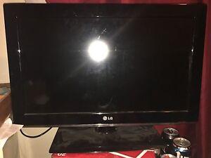 """LG 32"""" LCD FLATSCREEN"""