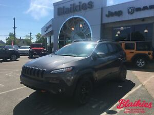 2017 Jeep Cherokee Trailhawk | 4x4 | HEATED/VENTED SEATS |