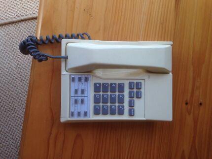 Phones Telstra 2000S, Telstra 2000, Uniden and iinet