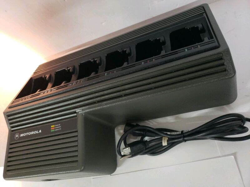 MOTOROLA NTN1177D 6 Bank Rapid Rack Charger HT1000 MTS2000 XTS XTS5000 XTS3000