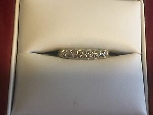 Ladies size 6 14k gold diamond ring