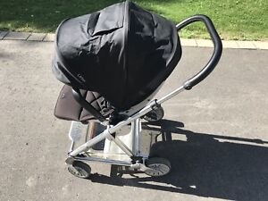 Poussette Mamas and Papas Urbo stroller