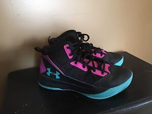GIRLS YOUTH UNDER ARMOR BASKETBALL SHOES