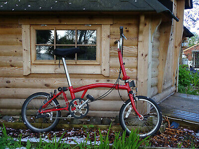 Brompton folding bike 3 speed with quick release bag.