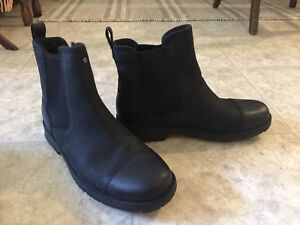 New in Box UGG water repellant suede winter boots