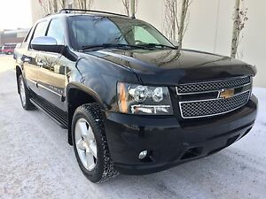 2007 Chevrolet Avalanche LTZ, Nav, back up cam, rear DVD!