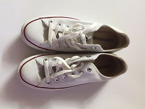 Slightly used White low cut converse shoes