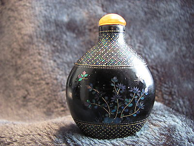 Antique Chinese Lacquer Pearl inlaid Snuff Bottle