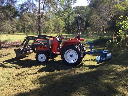 Kubota Tractor 20HP L1-205DT - With an abundance of add ons