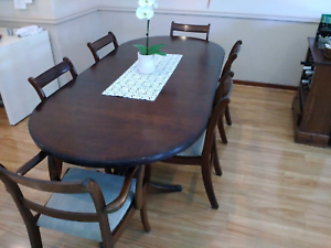 Dining table and chairs - extendable 6 to 8 seater