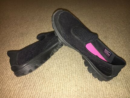 Women's Skechers Go Walk 2 Shoes