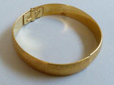 (VTG Retro Elegant MONET Gold Tone Texture Pattern Hinged Bangle Bracelet)