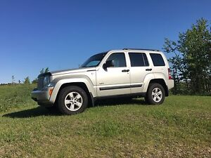 **Immaculate** 2009 Jeep Liberty, tow behind RV!