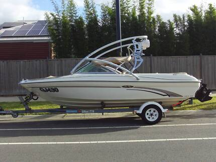 WAKE BOAT SEARAY 18 LE WITH THE LOT 8 SEATER LUXURY BOW RIDER WOW