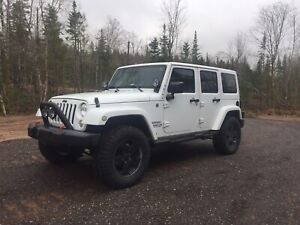 2012 Jeep Wrangler Unlimited Sahara (leather)