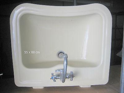 Waschbecken 60 Jahre Stil mit Amaturen für Warm- und Kaltwasser