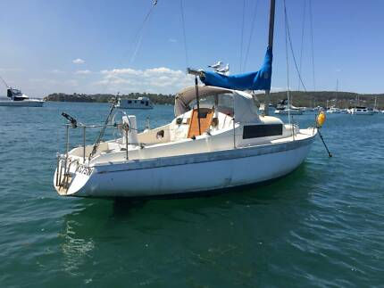 Pacific 27 Sailing Boat