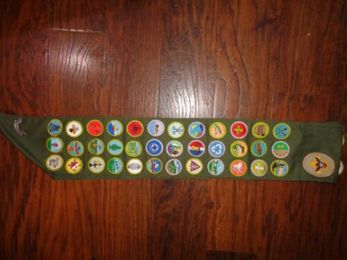 1990s BOY SCOUTS OF AMERICA SASH + BE PREPARED PIN + 36 MERIT + 7 OTHER BADGES