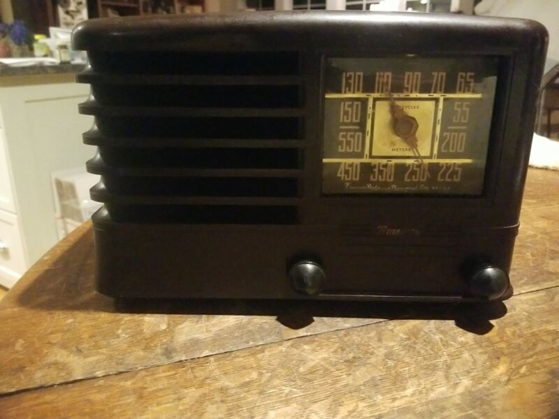 Vintage Emerson Model 8CW-334-2 Radio Working!