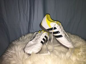 Adidas indoor soccer shoes size 3 1/2