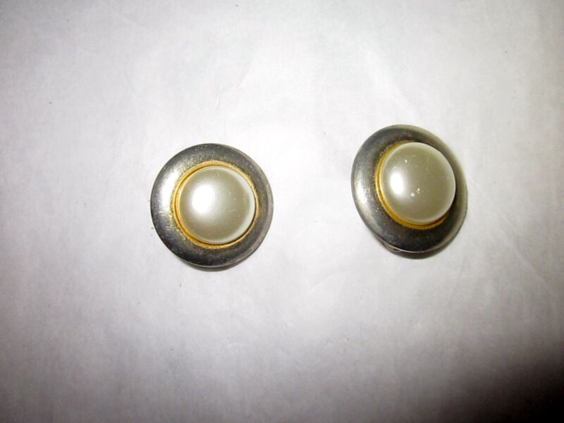 1960s Vintage Signed Sarah Coventry Faux Gold Round Pearl Clip On Earrings