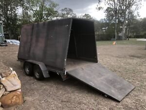 Enclosed dual axle trailer