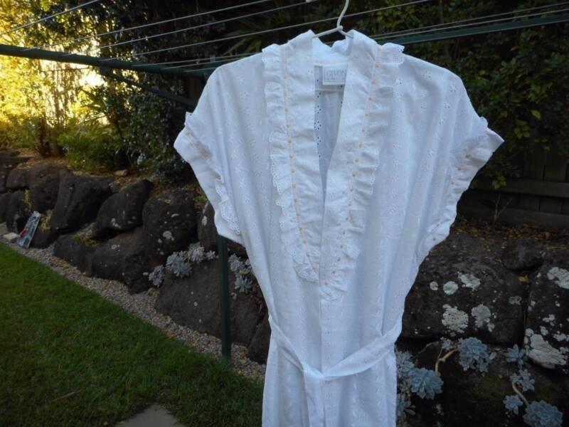 Ladies White Broderie Anglaise Robe Wrap Size L 18 - 20 Givoni ...